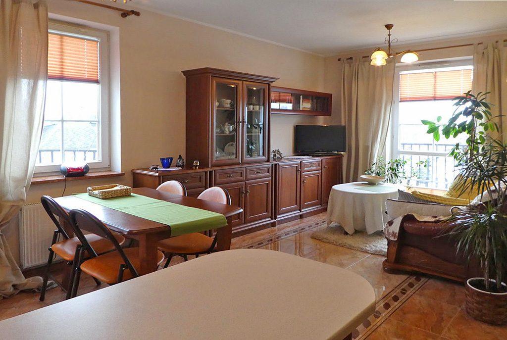 stylowy salon w ekskluzywnym apartamencie do sprzedaży na Mazurach