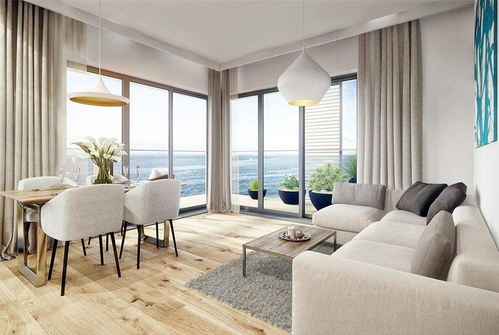 słoneczny salon w ekskluzywnym apartamencie do sprzedaży nad morzem