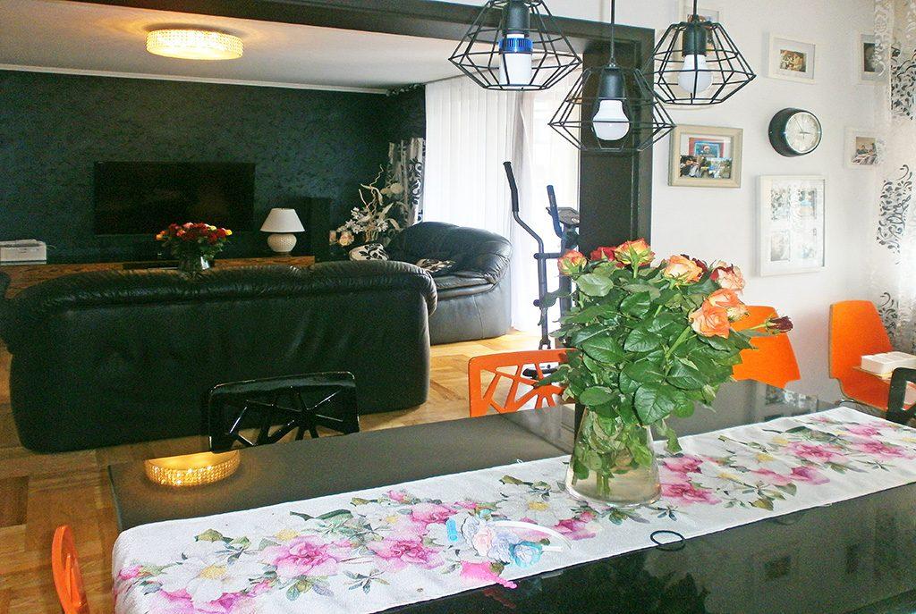 widok od strony jadalni na ekskluzywny salon w luksusowym apartamencie do sprzedaży w Częstochowie