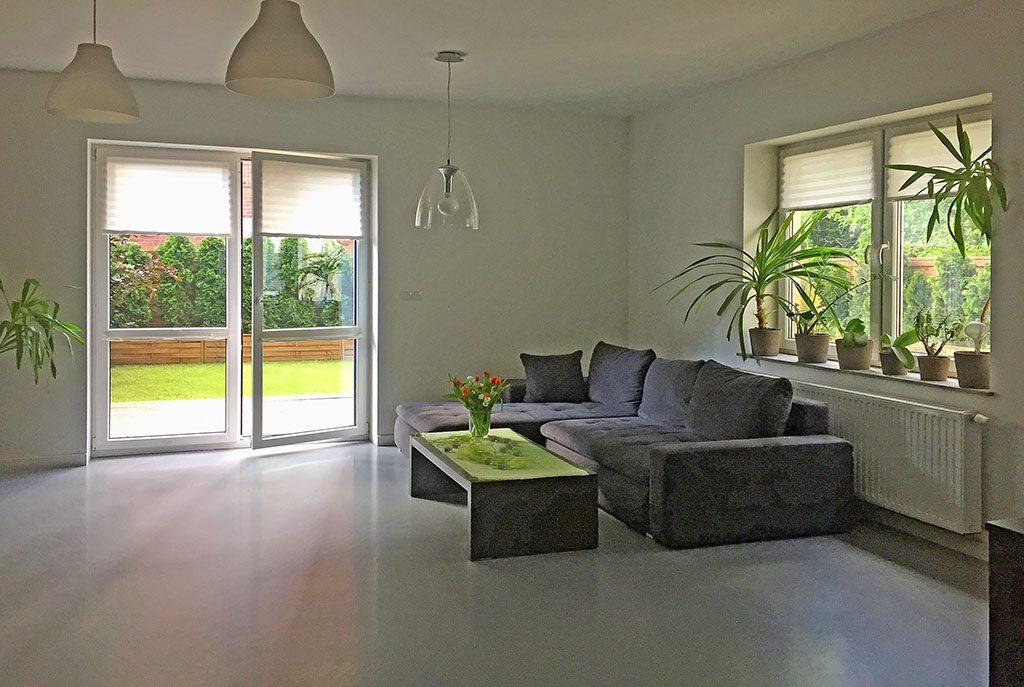 przestronny salon w ekskluzywnym apartamencie do sprzedaży w Katowicach