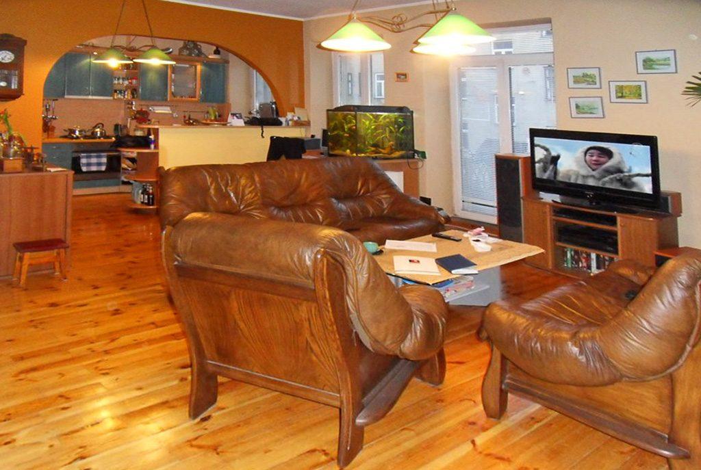stylowy salon w ekskluzywnym apartamencie do sprzedaży w Piotrkowie Trybunalskim