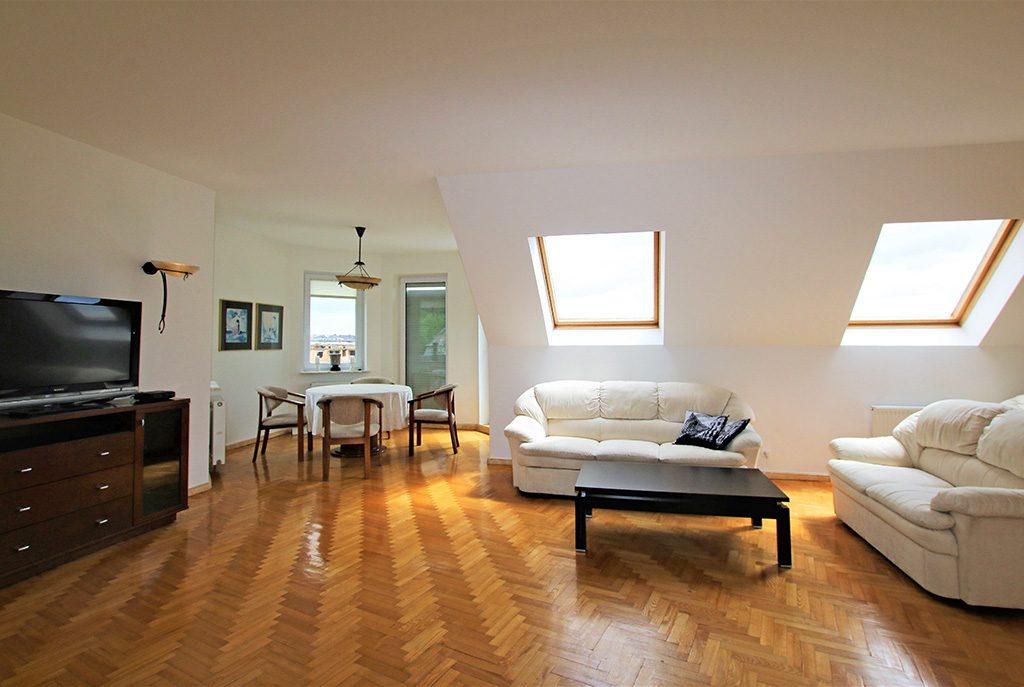 przestronne wnętrze ekskluzywnego apartamentu do sprzedaży w okolicach Szczecina