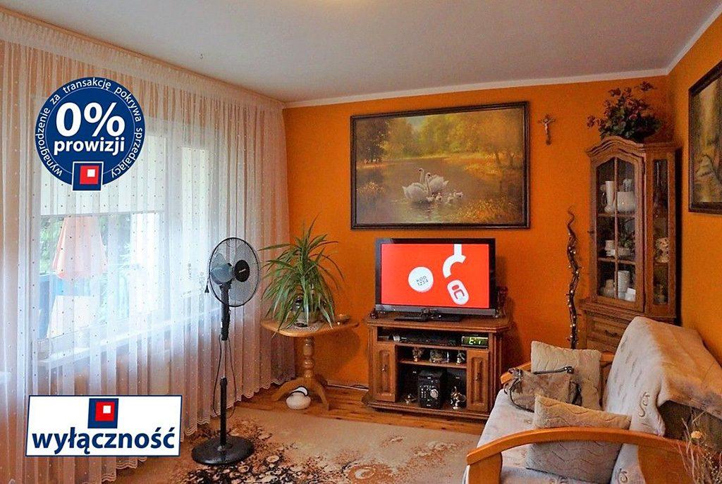 komfortowy salon w ekskluzywnym apartamencie do sprzedaży we Wrocławiu