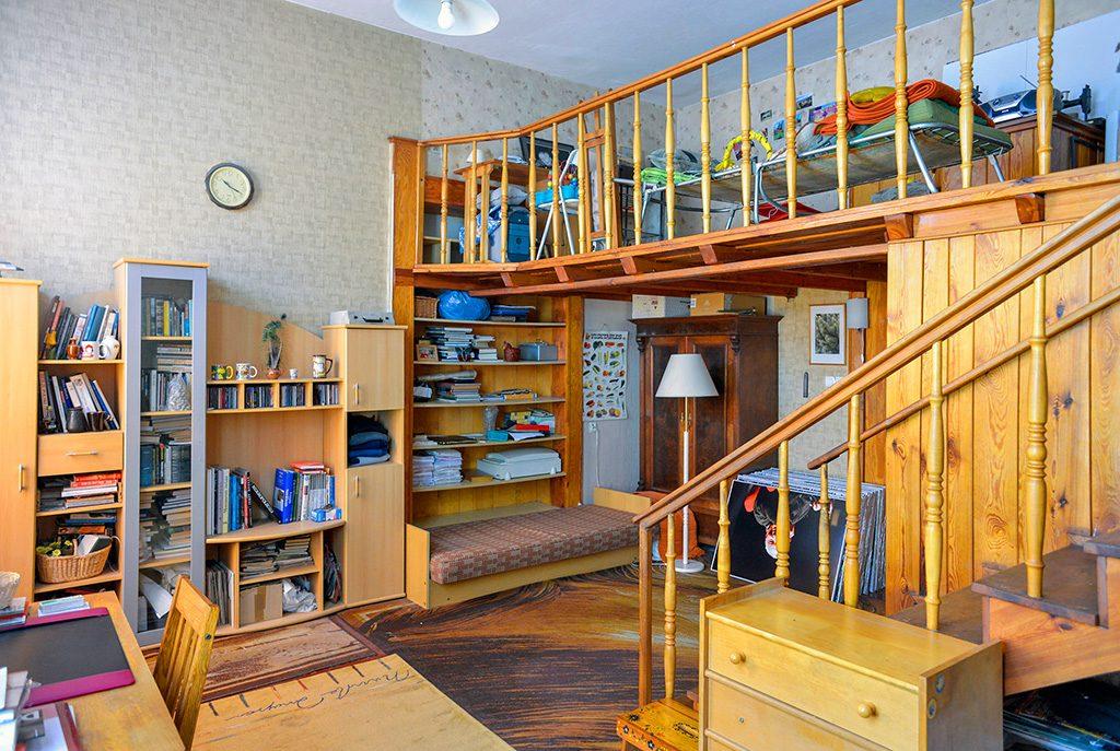 salon z antresolą w ekskluzywnym apartamencie do sprzedaży we Wrocławiu
