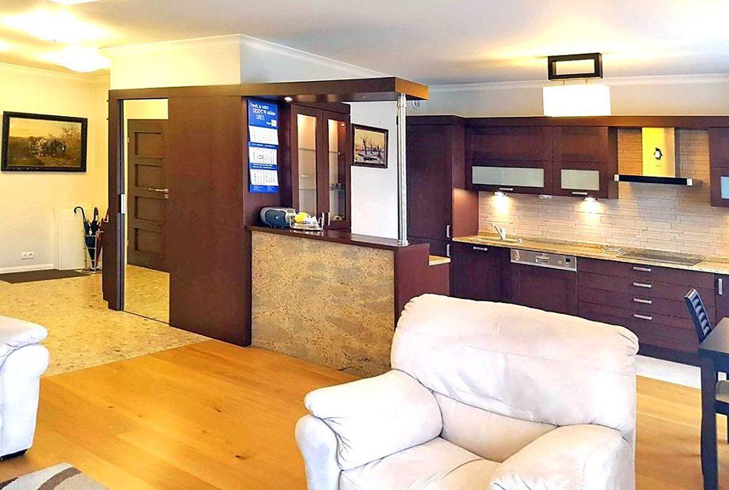 komfortowa kuchnia w ekskluzywnym apartamencie do wynajęcia w Szczecinie