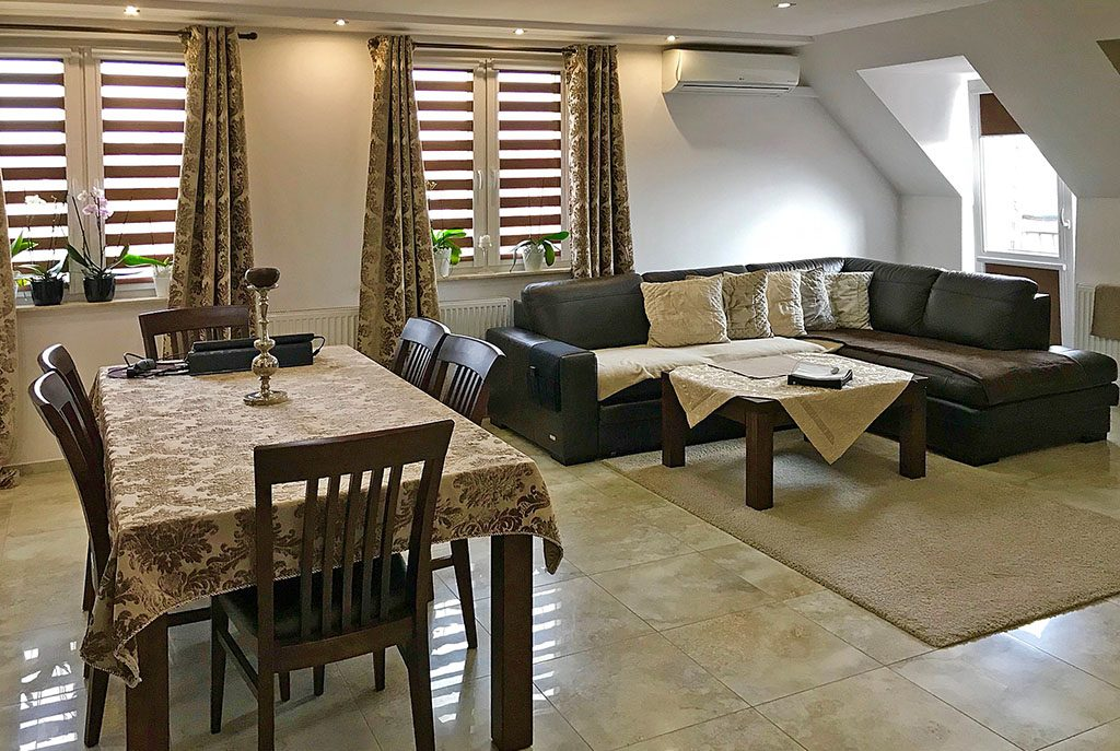 wytworne wnętrze ekskluzywnego apartamentu do sprzedaży w okolicach Legnicy