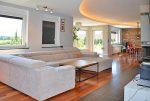 nowoczesne wnętrze luksusowej willi do sprzedaży na Mazurach