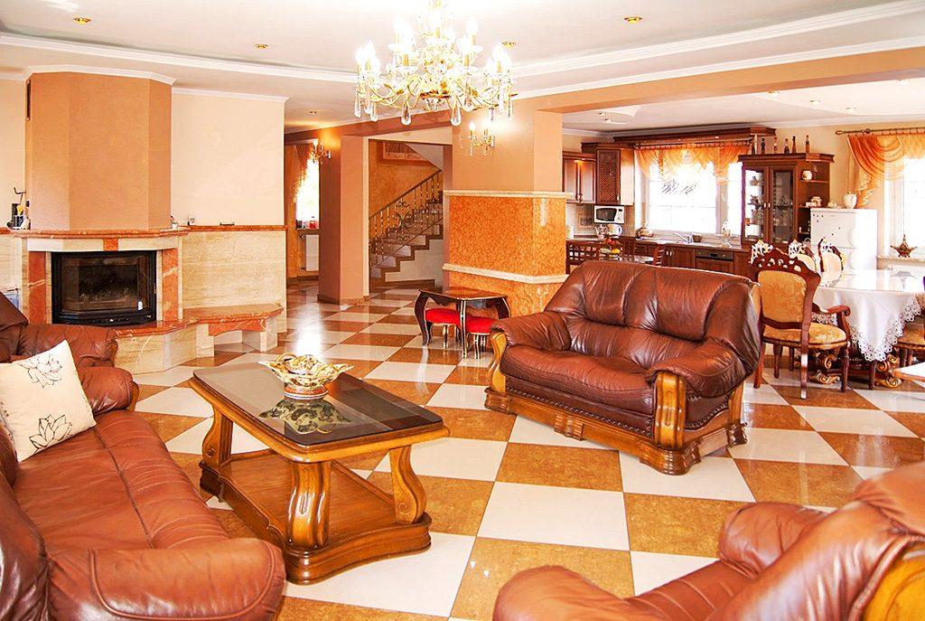 wytworny salon w ekskluzywnej willi do sprzedaży w Inowrocławiu