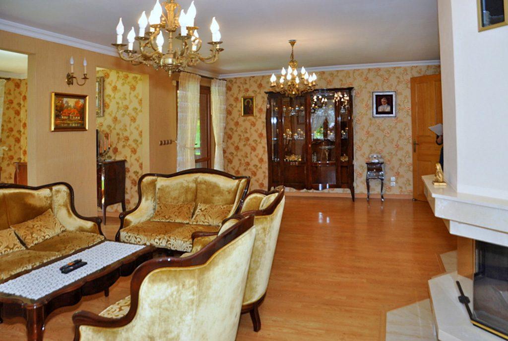 wytworny salon w ekskluzywnej willi do sprzedaży w okolicach Wrocławia