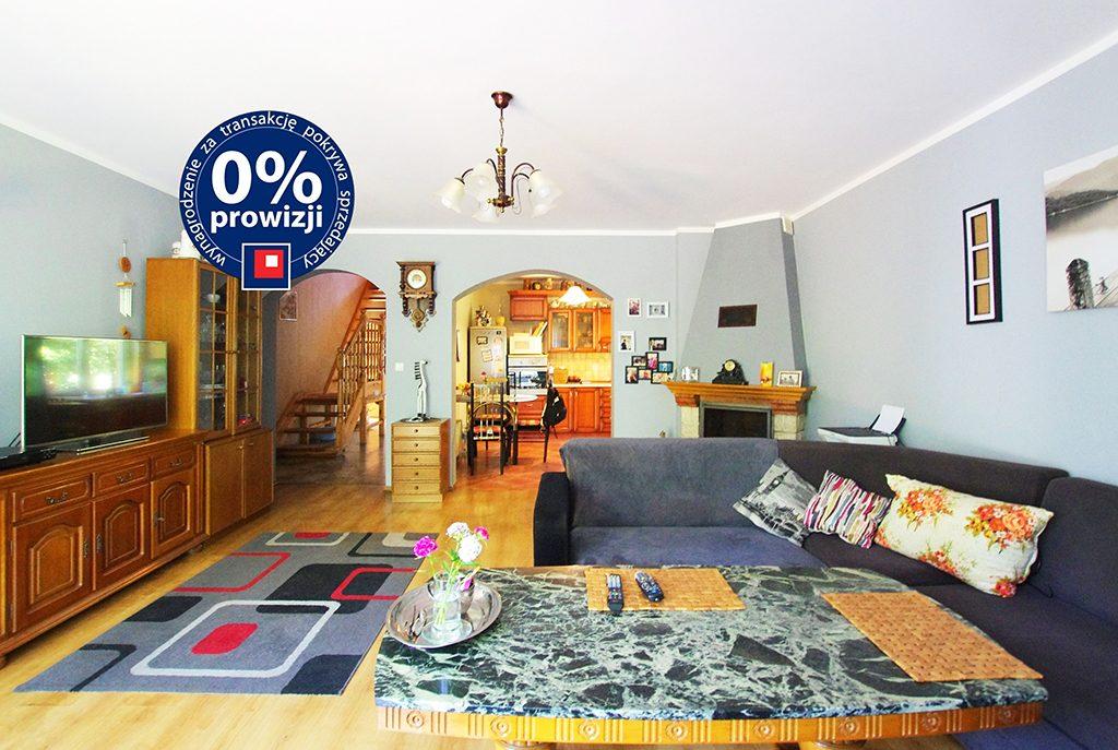 wnętrze komfortowego salonu w ekskluzywnej willi do sprzedaży w okolicy Legnicy