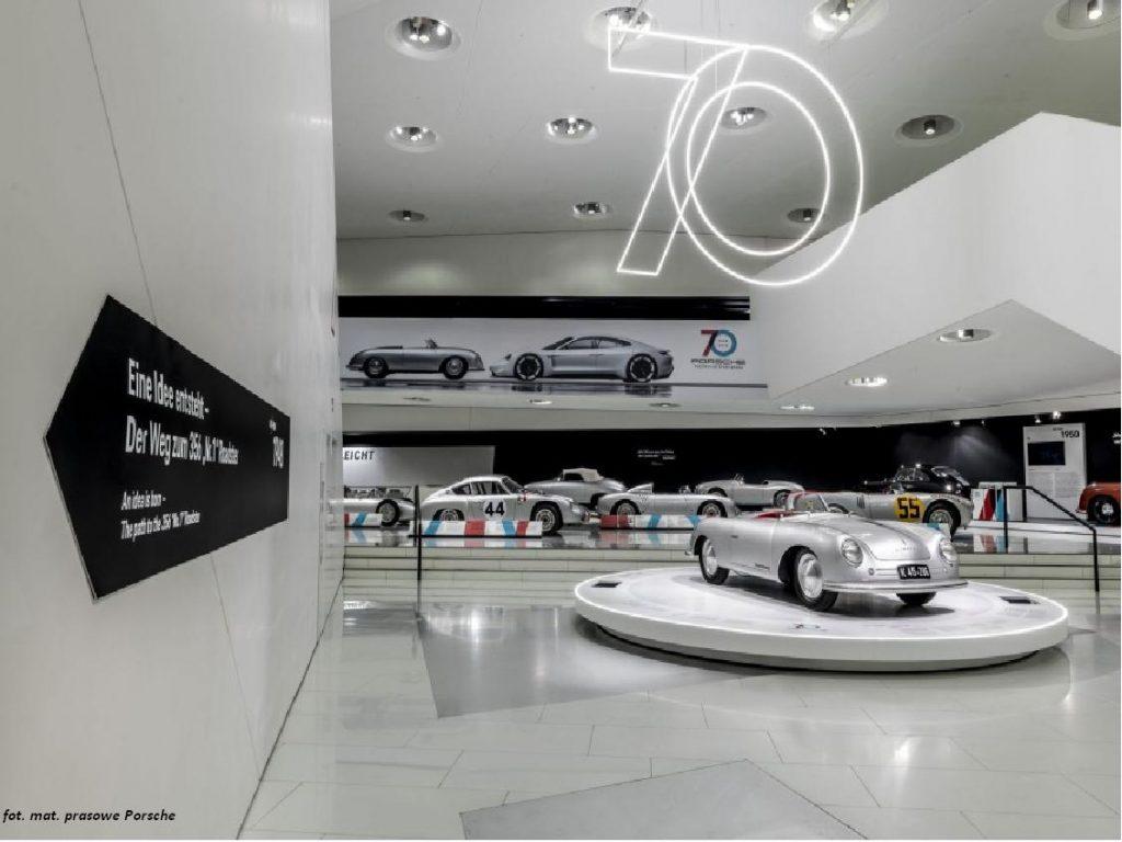 """Wystawa """"70 lat sportowych samochodów Porsche"""""""