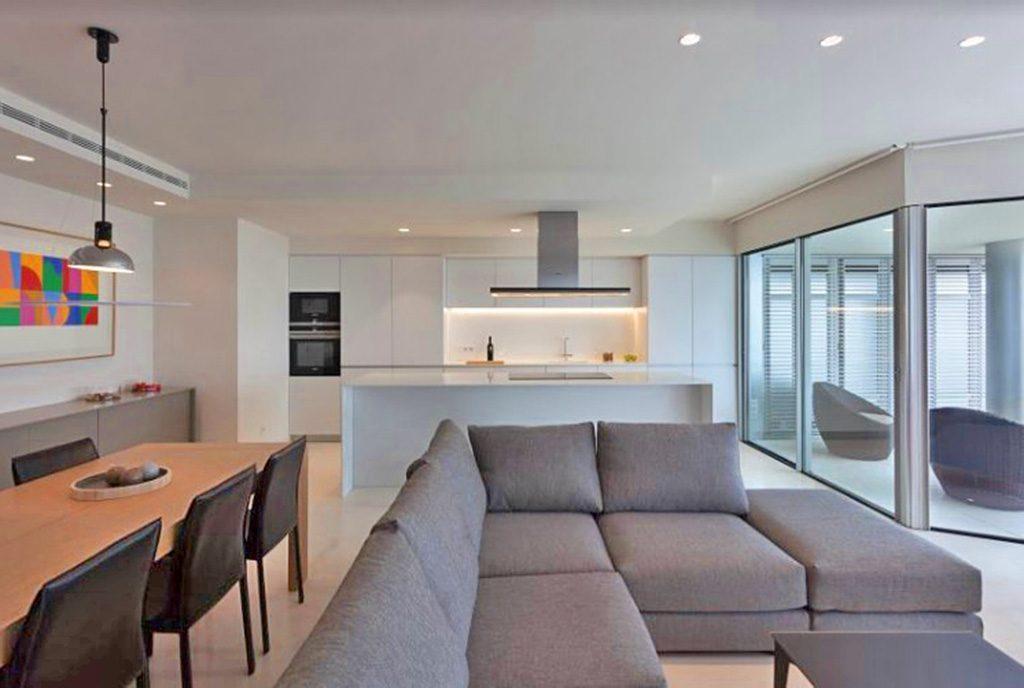 nowoczesne wnętrze luksusowego apartamentu do sprzedaży w Hiszpanii