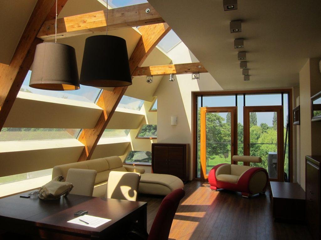 Architekt wnętrz przy aranżacji apartamentu lub  innych nieruchomości premium