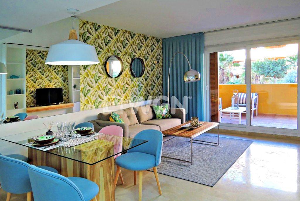 luksusowe wnętrze salonu w ekskluzywnym apartamencie do sprzedaży w Costa Blanca (Hiszpania)
