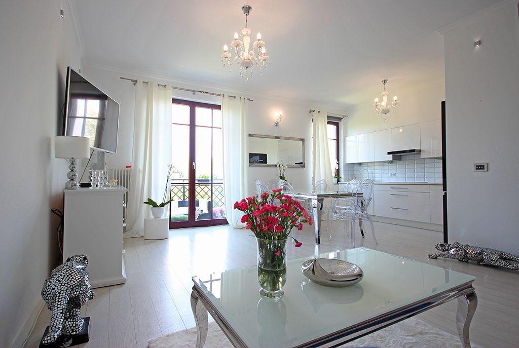 wytworny salon w ekskluzywnym apartamencie do sprzedaży w Szczecinie