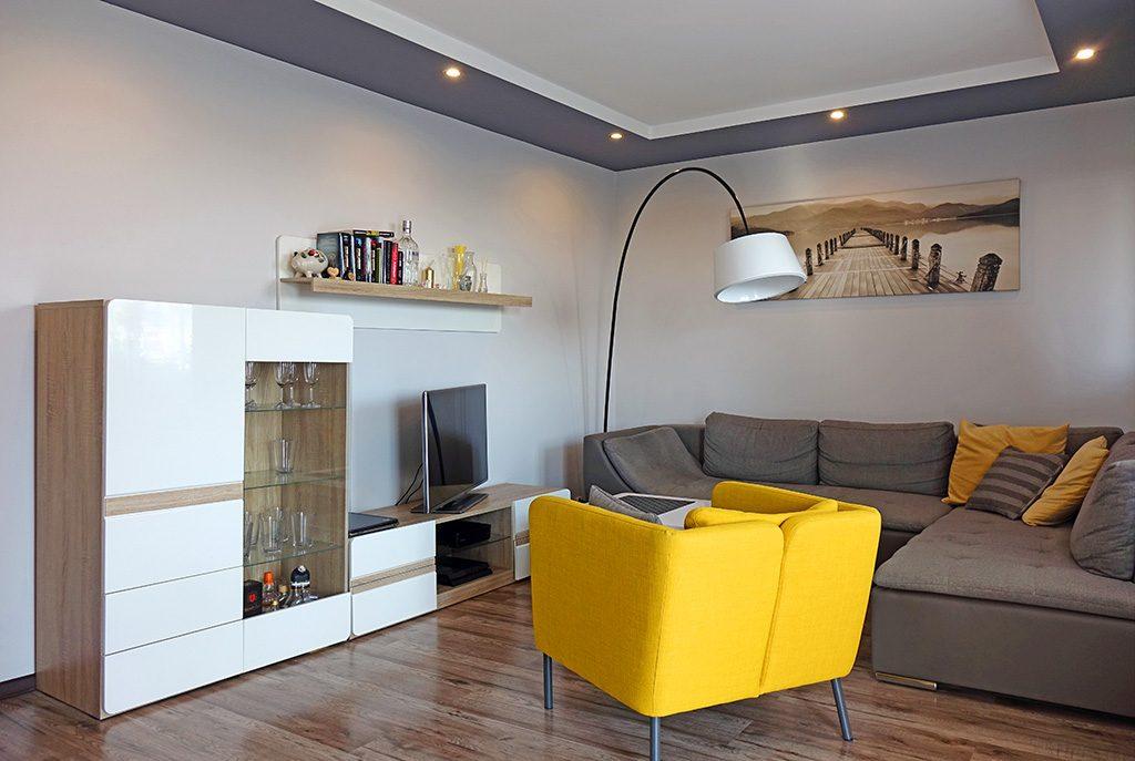 salon w nowoczesnym designie w ekskluzywnym apartamencie do sprzedaży w okolicach Katowic