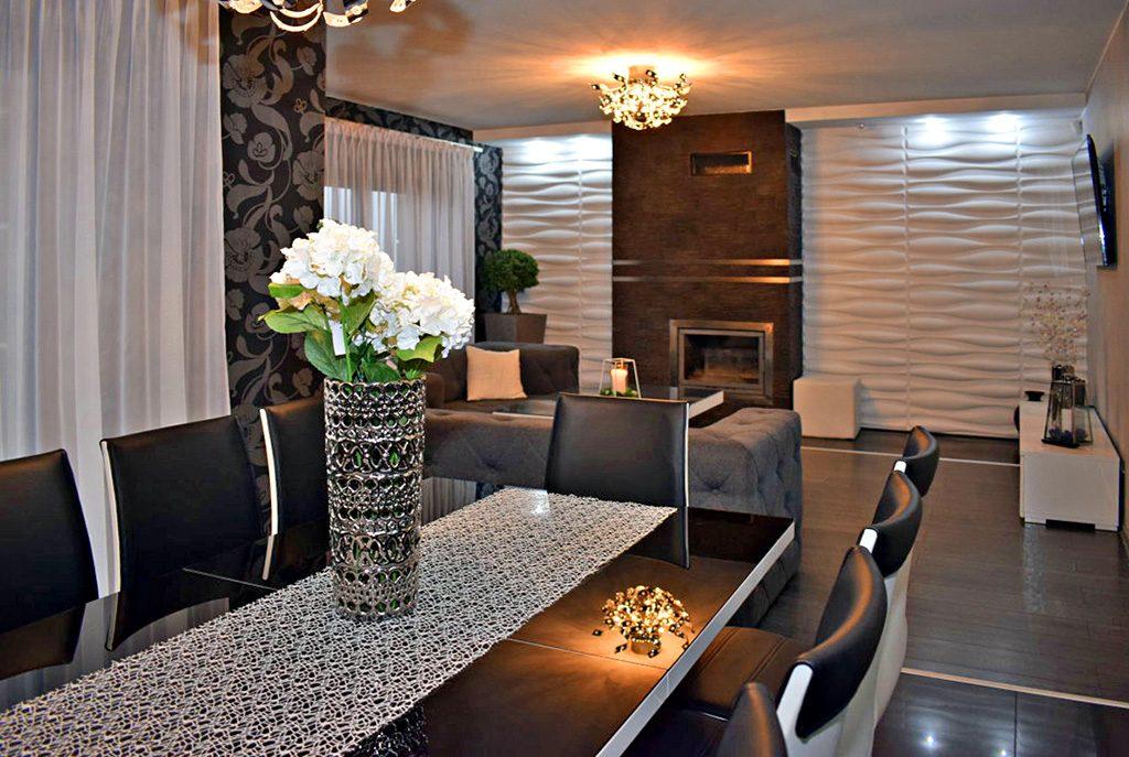 widok od strony jadalni na salon w luksusowej willi do sprzedaży w Ostrowie Wielkopolskim