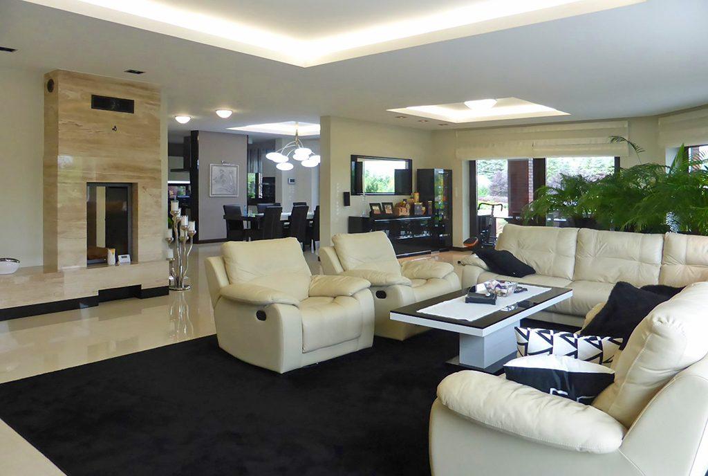 nowoczesny, designerski salon w ekskluzywnej willi do sprzedaży w okolicach Iławy