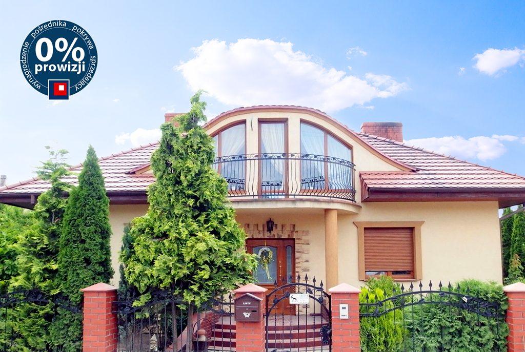 front ekskluzywnej willi do sprzedaży w okolicach Leszna