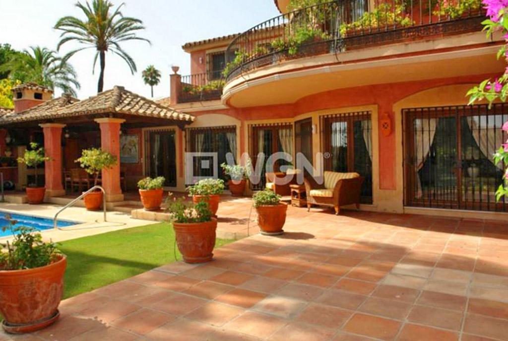 ogromny, przestronny taras przy ekskluzywnej willi do sprzedaży w Hiszpanii (Costa del Sol, Malaga)