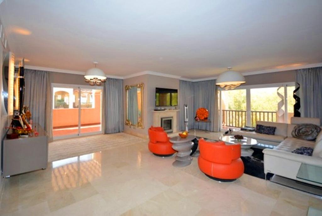 prestiżowy salon w luksusowej willi do sprzedaży w Hiszpanii (Costa del Sol, Malaga)