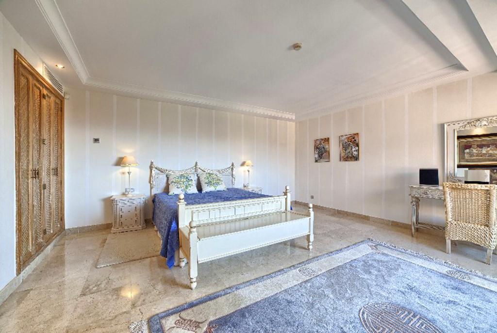 prywatna, zaciszna sypialnia w ekskluzywnym apartamencie w Hiszpanii (Costa del Sol, Malaga) na sprzedaż