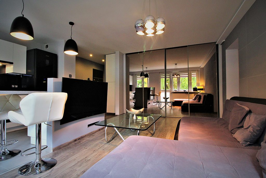 kameralne wnętrze salonu w ekskluzywnym apartamencie do sprzedaży w Krakowie