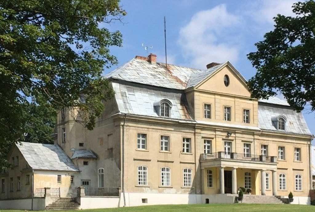 front reprezentacyjnego pałacu do sprzedaży w województwie opolskim
