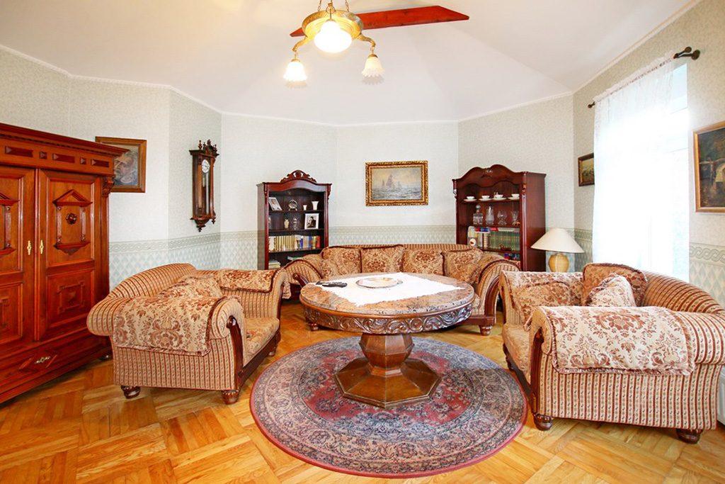 stylowe wnętrze salonu w luksusowej willi do sprzedaży Szczecin