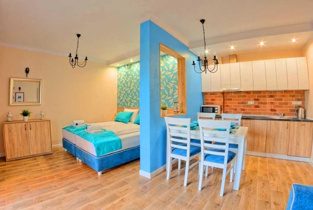 komfortowe wnętrze luksusowego apartamentu do sprzedaży nad morzem
