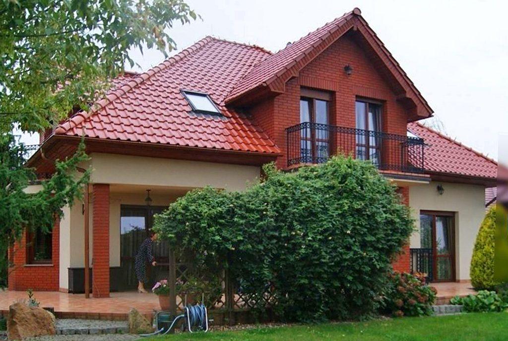 widok od strony ogrodu na ekskluzywną willę do sprzedaży Bolesławiec (okolice)