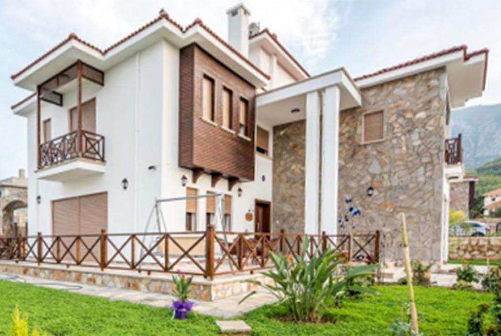 zdjęcie prezentuje luksusową wille do sprzedaży z boku Turcja (Bellapais)