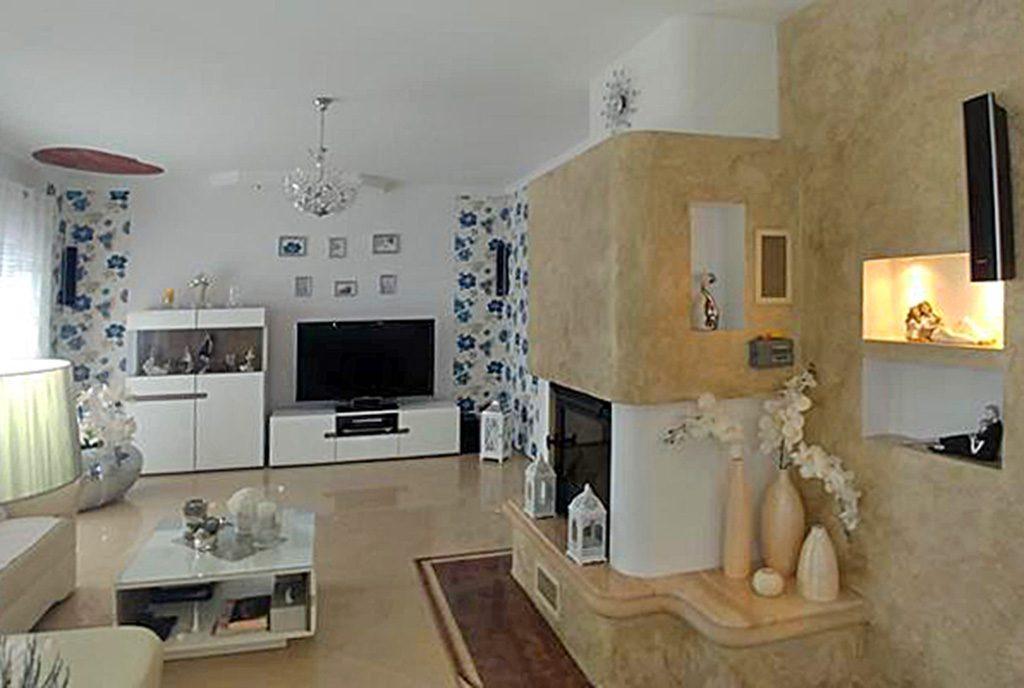 elegancki salon z kominkiem w ekskluzywnej willi do sprzedaży Zgorzelec