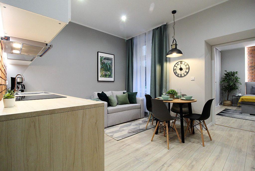 urządzony w stylu klasycznym ekskluzywny salon w luksusowym apartamencie do sprzedaży Kraków