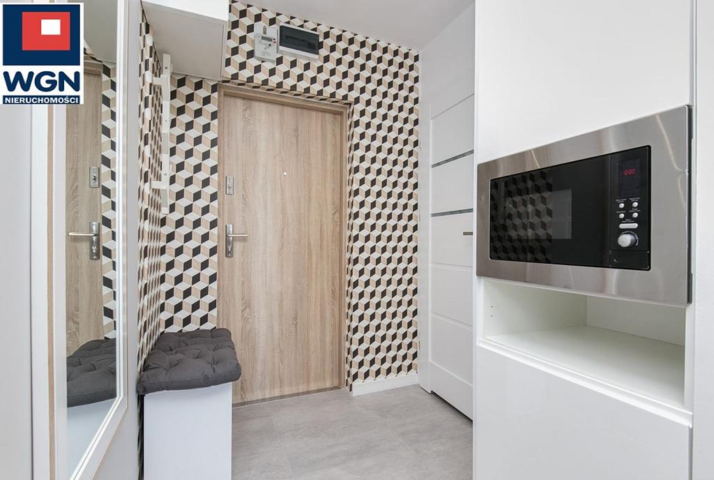 nowocześnie wyposażona i umeblowana kuchnia w luksusowym apartamencie do sprzedaży Gdańsk