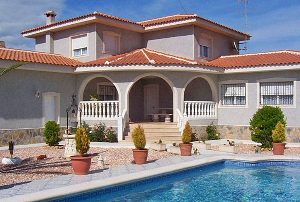 widok od strony basenu na ekskluzywną willę do sprzedaży Hiszpania (Costa Blanca, Torrevieja)