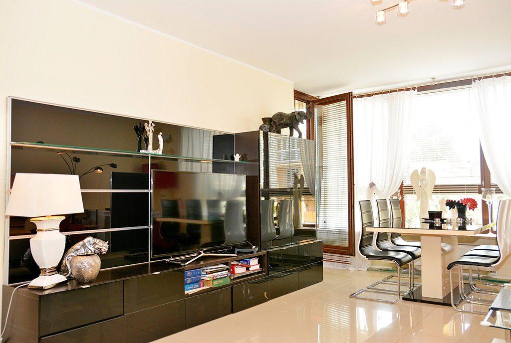 widok na jeden z pokoi w luksusowym apartamencie do sprzedaży Poznań