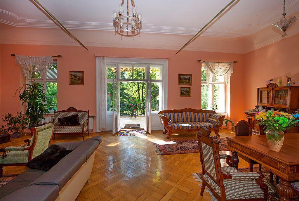 elegancki salon w luksusowym dworze do sprzedaży Katowice (okolice)