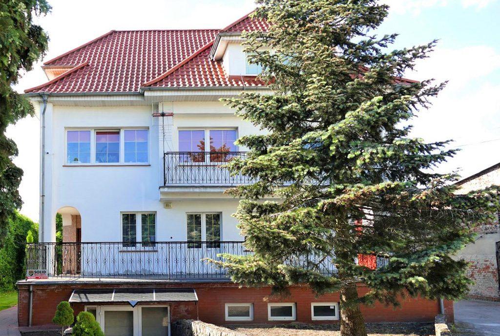 widok od strony ogrodu na luksusową willę do sprzedaży Szczecin