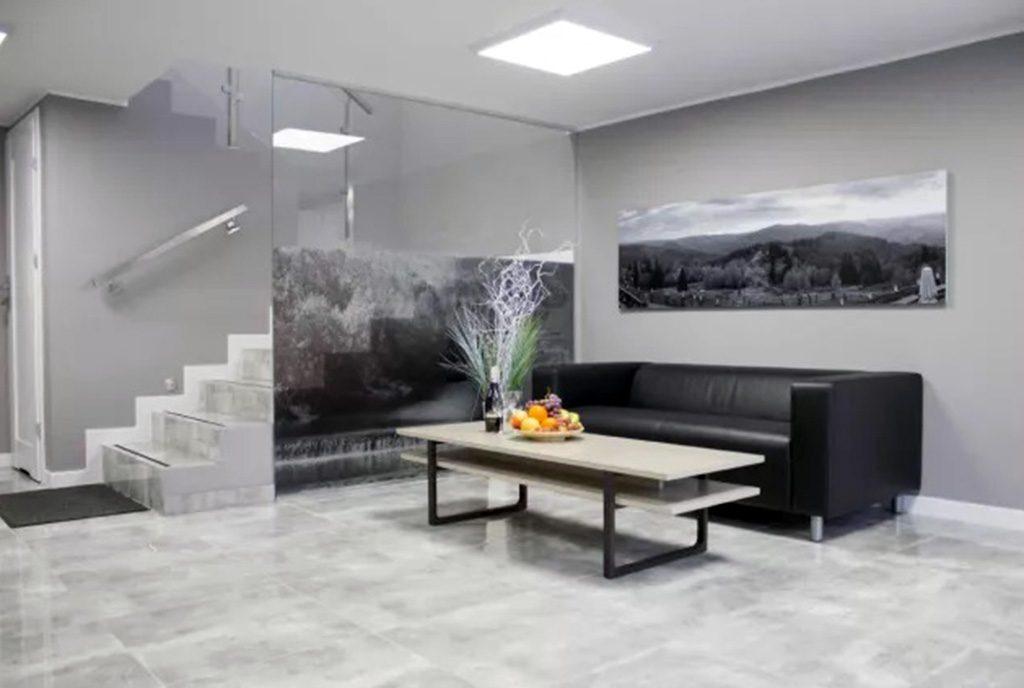 widok na komfortowy salon w ekskluzywnym apartamencie do wynajęcia Ustroń