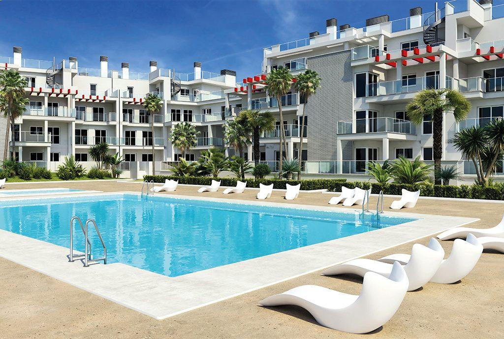 widok od strony basenu na komfortowy apartamentowiec, w którym mieści się oferowany do sprzedaży ekskluzywny apartament Deni (Hiszpania)