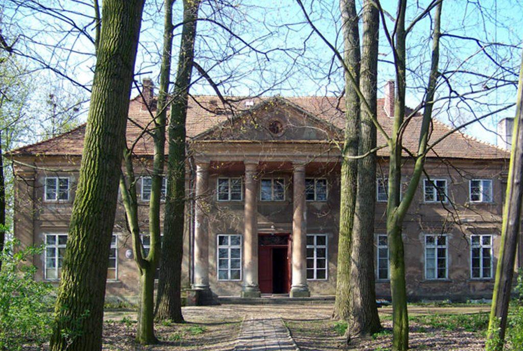 reprezentacyjne wejście do ekskluzywnego pałacu do sprzedaży Wielkopolska