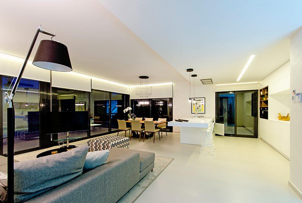 komfortowy salon w ekskluzywnej willi do sprzedaży Hiszpania (Campoamo)