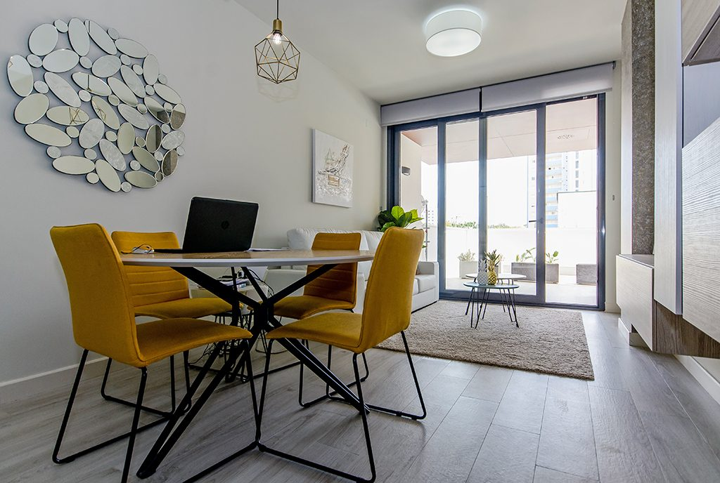 minimalistyczny wystrój luksusowego apartamentu na sprzedaż Hiszpania (Guardamar De Segur)