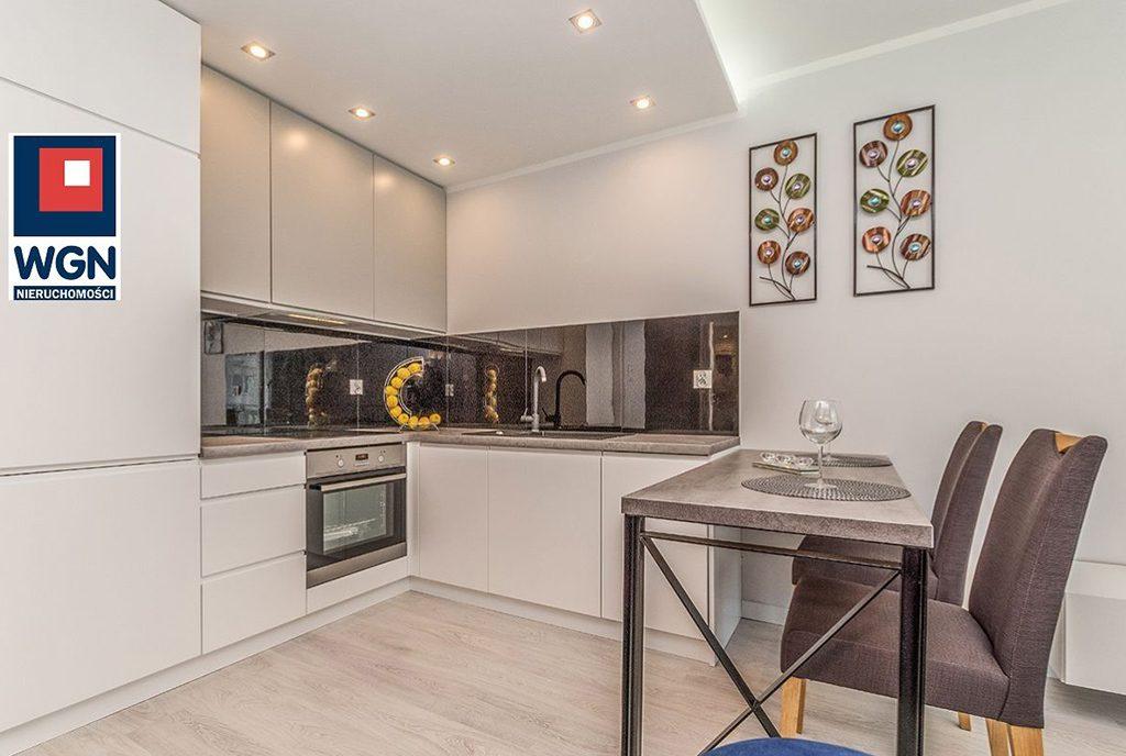 nowocześnie umeblowana kuchnia w luksusowym apartamencie na sprzedaż Gdańsk