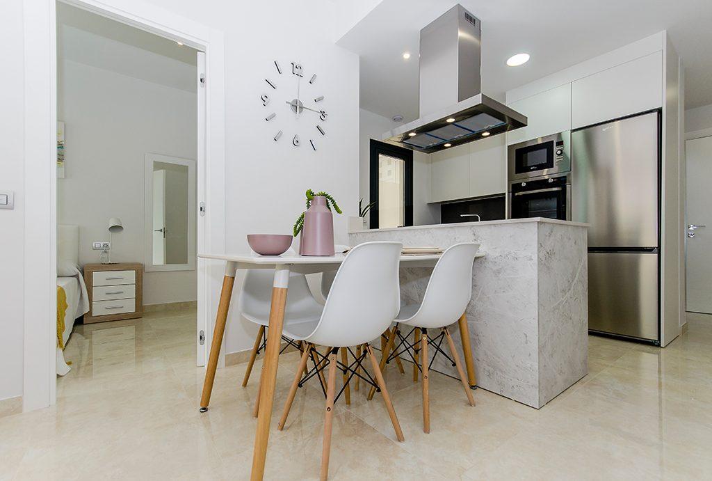 zabudowana nowocześnie kuchnia w ekskluzywnym apartamencie do sprzedaży Hiszpania (Torreviej)