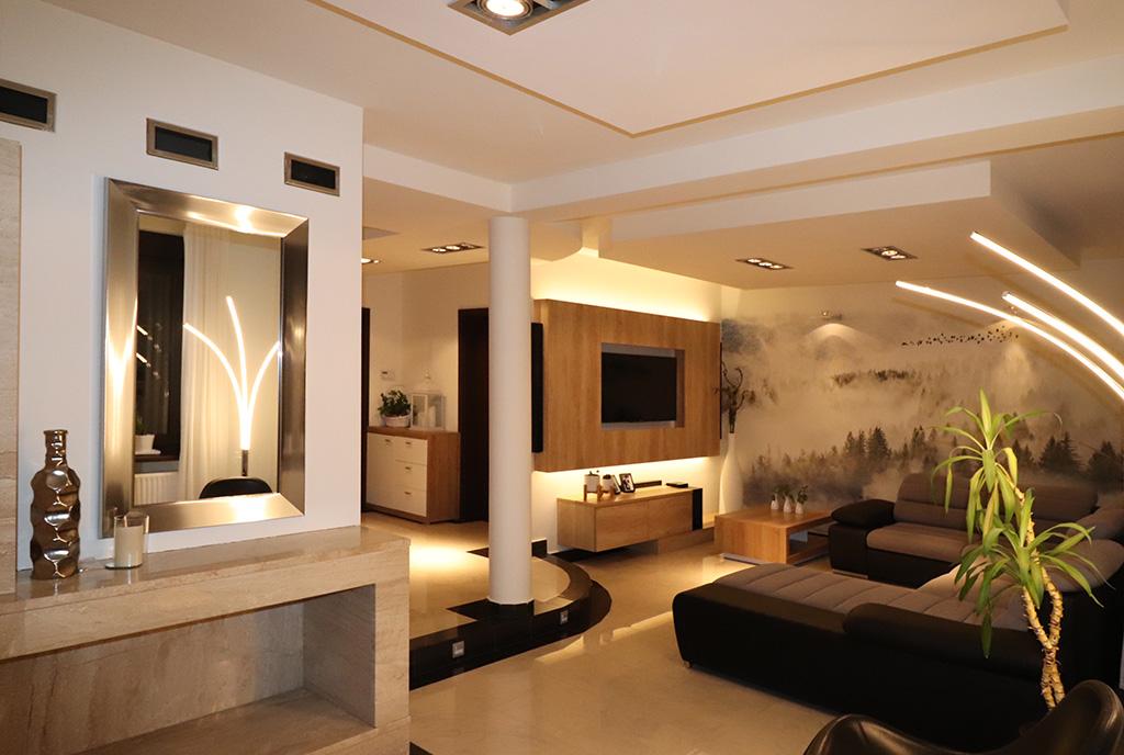 zaprojektowany w nowoczesnym stylu salon w ekskluzywnej willi do sprzedaży Bielsko-Biała (okolice)
