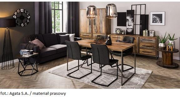 Wciąż modne w apartamentach są czarne meble i dodatki