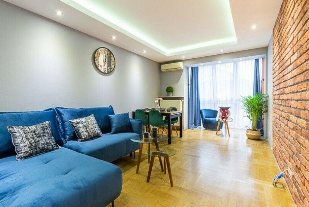 efektowne oświetlenie w ekskluzywnym salonie luksusowego apartamentu do sprzedaży Kraków