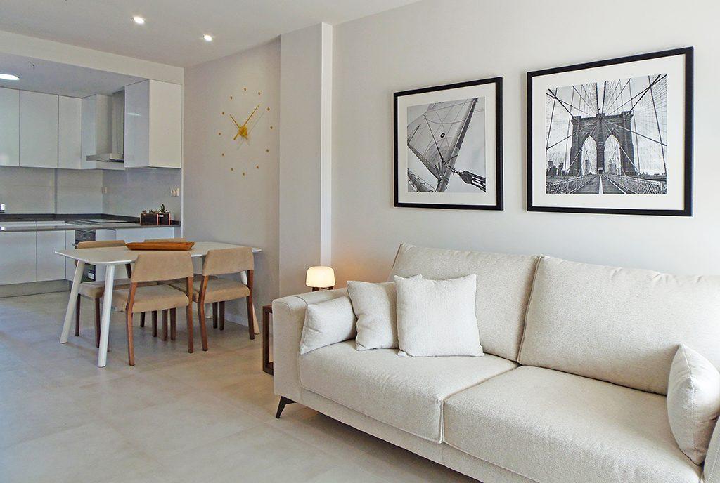 fragment eleganckiego salonu w luksusowej willi na sprzedaż Hiszpania-Mil-Pamlera